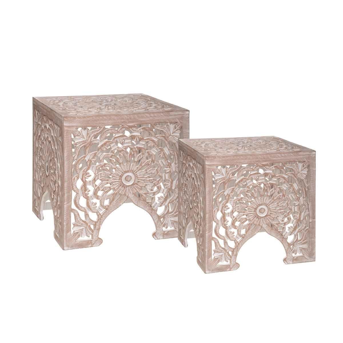 Lot de 2 tables en bois gravées